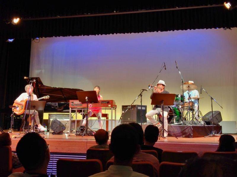 石川県教育会館での演奏の様子