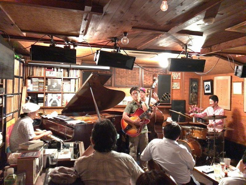 JazzVarietyに須藤さんのギター
