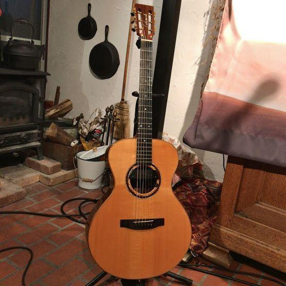 ギターはレイクウッド