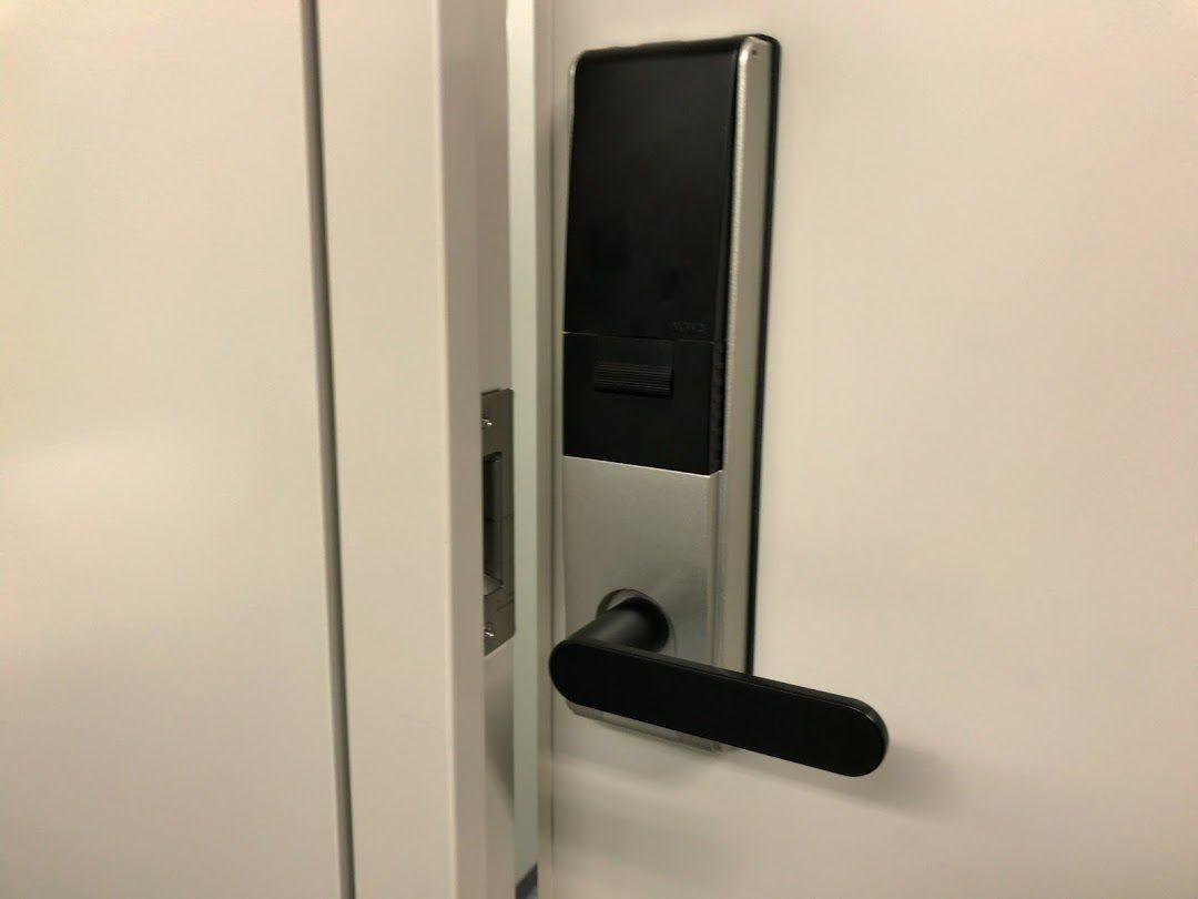 中小機構のドアはロック