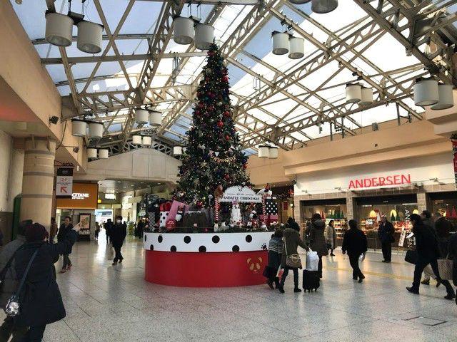 上野駅内のクリスマスツリー
